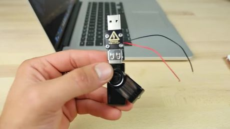 Thu nghiem voi USB sat thu: iPhone 7 Plus va Samsung Galaxy Note7 – cai nao se no truoc? - Anh 5
