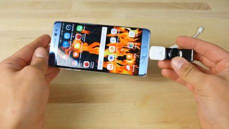 Thu nghiem voi USB sat thu: iPhone 7 Plus va Samsung Galaxy Note7 – cai nao se no truoc? - Anh 7