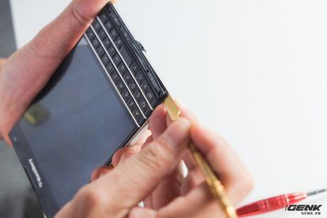 """Tan mat nhin qua trinh """"ho bien"""" BlackBerry Passport Phap thanh Quoc te - Anh 16"""