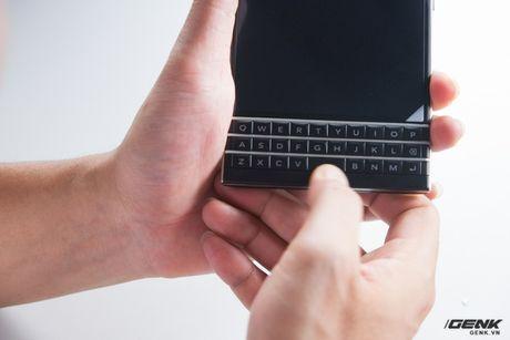 """Tan mat nhin qua trinh """"ho bien"""" BlackBerry Passport Phap thanh Quoc te - Anh 21"""