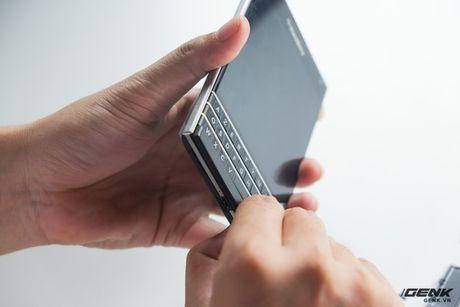 """Tan mat nhin qua trinh """"ho bien"""" BlackBerry Passport Phap thanh Quoc te - Anh 5"""
