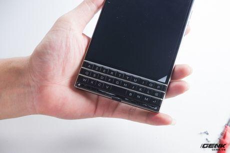 """Tan mat nhin qua trinh """"ho bien"""" BlackBerry Passport Phap thanh Quoc te - Anh 6"""