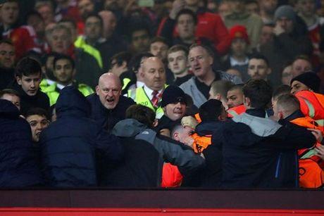 Man United va Liverpool thang tay trung tri nhung ke lam loan o 'dai chien' - Anh 1