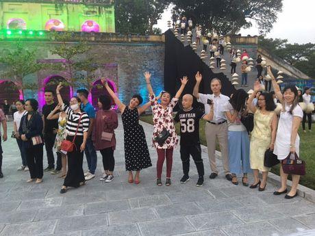 Nghe si hang dau lang dien anh lam 'nguoi mau' Festival ao dai Ha Noi - Anh 11