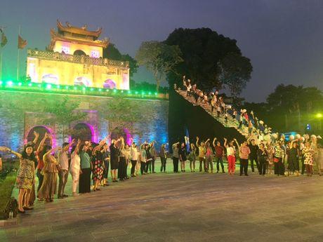 Nghe si hang dau lang dien anh lam 'nguoi mau' Festival ao dai Ha Noi - Anh 12
