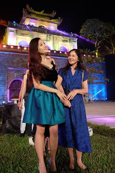 Nghe si hang dau lang dien anh lam 'nguoi mau' Festival ao dai Ha Noi - Anh 5