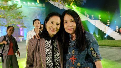 Nghe si hang dau lang dien anh lam 'nguoi mau' Festival ao dai Ha Noi - Anh 9