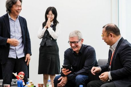 Tim Cook gap go ban lanh dao Nintendo de… choi game - Anh 2
