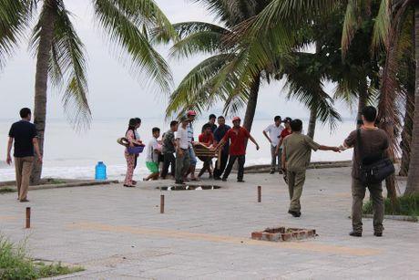 Da Nang: Phat hien thi the bao ve bai tam, nghi bi sat hai - Anh 1