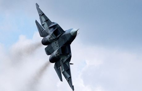 Nga sap co vu khi khien F-22 cua My bi 'lu mo' - Anh 1