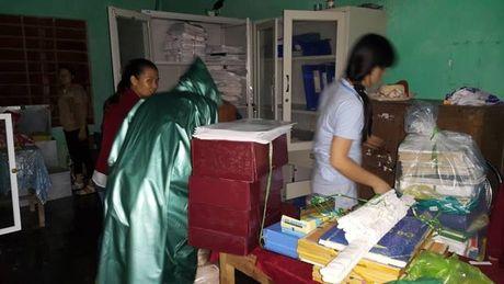 Thuong tam 2 anh em ruot noi 'ron lu' Quang Binh bi cuon troi - Anh 7