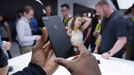 Phien ban iPhone 7 Plus chay nhat cap ben Apple Store - Anh 1
