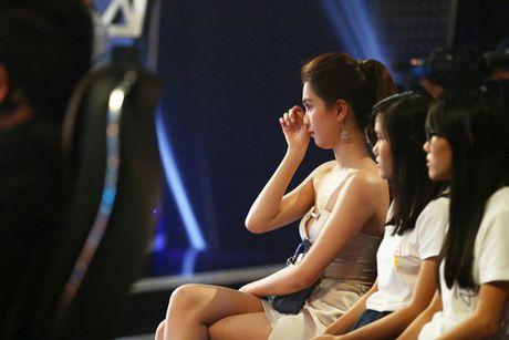Ngoc Trinh lap lo vong 1 khi di xem gameshow - Anh 7