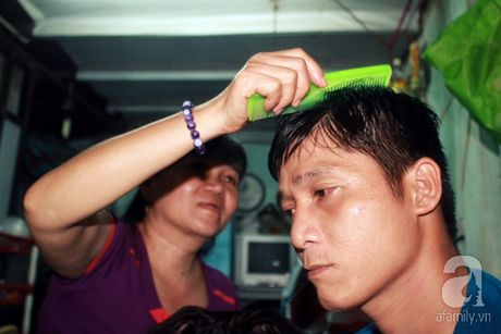 Viet tiep cau chuyen tinh nguoi tren dat SG: 'Nguoi dac biet' cua anh ban ve so cut ca hai tay - Anh 10