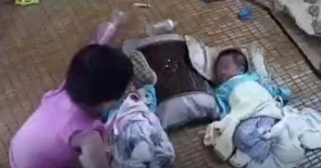 Video: Thot tim nhin chi gai be em khi ba me vang nha - Anh 1