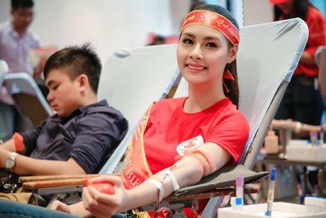 Hoa hau Bien Thuy Trang: 'Toi khong nghi minh... bi quen lang' - Anh 7
