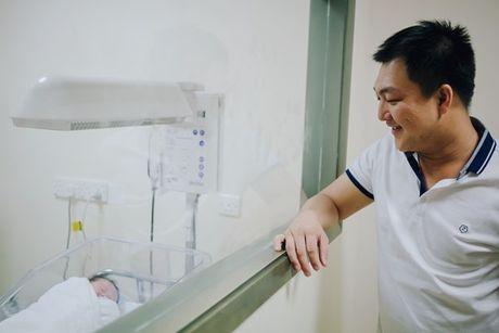 Duong Cam Lynh sinh con trai dau long - Anh 10