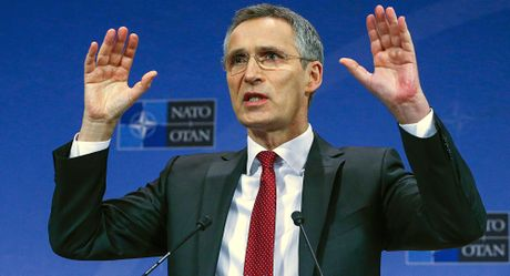 'NATO khong co lap Nga va cung khong co gang lam dieu do' - Anh 1