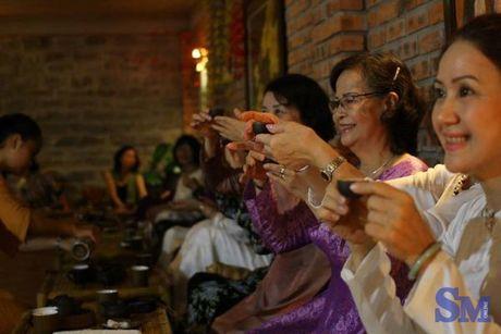 Kham pha khong gian dam chat tra dao o Hue - Anh 2