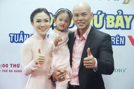 Con gai cua Phan Dinh Tung dang yeu khi cung cha di dien - Anh 10