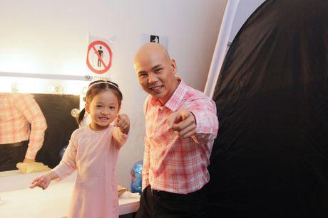 Con gai cua Phan Dinh Tung dang yeu khi cung cha di dien - Anh 8