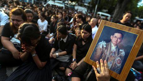 Kinh te Thai Lan day bat trac sau khi vua Bhumibol qua doi - Anh 1