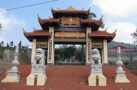 Soc: Nguoi dan ong tu thieu o Thien vien Truc Lam Yen Tu - Anh 1