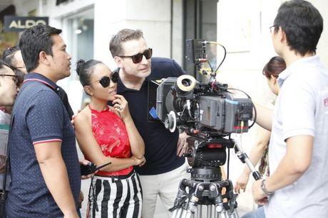 Chong Tay khong roi Doan Trang tren phim truong MV OST 'Sai Gon, anh yeu em' - Anh 3