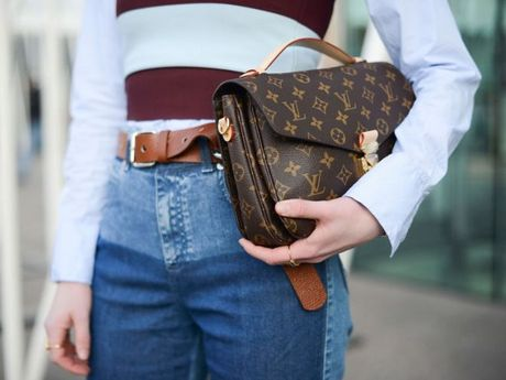 London, noi ban co the mua chiec tui xach Louis Vuitton voi gia re den bat ngo - Anh 1