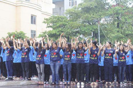 Hon 5000 sinh vien doi mua xep hinh tai chuong trinh 'Toi yeu to quoc toi' - Anh 7