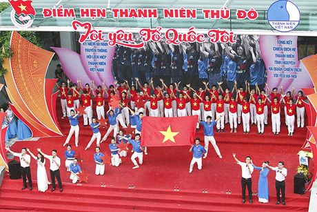 Hon 5000 sinh vien doi mua xep hinh tai chuong trinh 'Toi yeu to quoc toi' - Anh 8