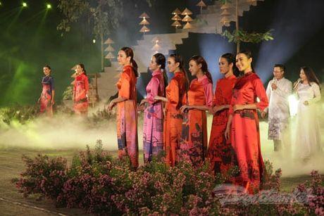 Nhung 'nguoi mau' dac biet tai Festival ao dai Ha Noi - Anh 13