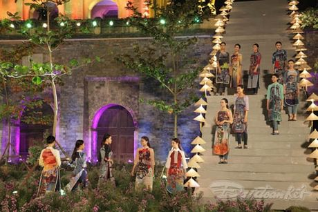 Nhung 'nguoi mau' dac biet tai Festival ao dai Ha Noi - Anh 23