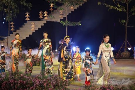 Nhung 'nguoi mau' dac biet tai Festival ao dai Ha Noi - Anh 5