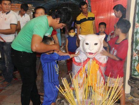 Hang nghin nguoi tray hoi Dinh Thay Thim - Anh 12