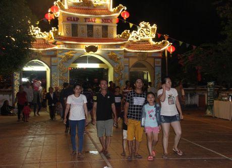 Hang nghin nguoi tray hoi Dinh Thay Thim - Anh 1