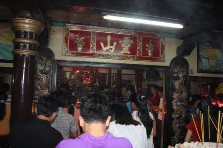 Hang nghin nguoi tray hoi Dinh Thay Thim - Anh 2