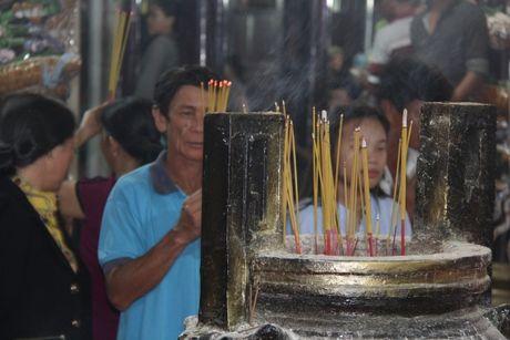 Hang nghin nguoi tray hoi Dinh Thay Thim - Anh 8