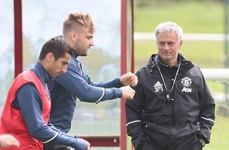 CAP NHAT sang 15/10: M.U nhan tin vui truoc tran gap Liverpool. Inter muon tao bom tan voi Suarez va Aguero - Anh 4