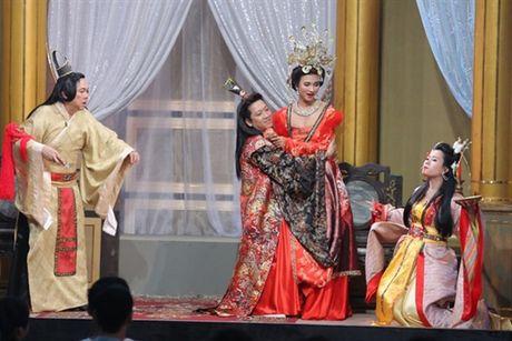 Mac ke Nha Phuong, Truong Giang van 'cuong om' rat nhieu nguoi dep - Anh 3