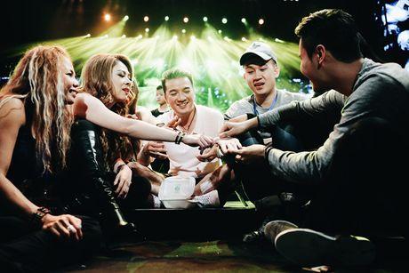 Dam Vinh Hung tap luyen thau dem chuan bi cho 'Diamond Show' - Anh 7