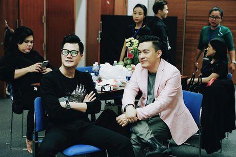 Mr Dam dau don vi lai bi rach chan truoc gio dien show 12 ti - Anh 6