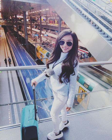 Nu DJ Viet gay tranh cai voi chuyen di chau Au gia 'beo' - Anh 10