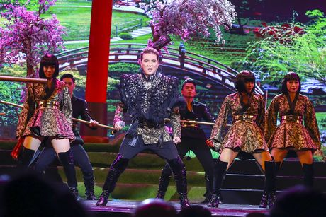 Khan gia man nhan voi 'Diamond Show' cua Dam Vinh Hung - Anh 16