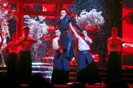 Khan gia man nhan voi 'Diamond Show' cua Dam Vinh Hung - Anh 19