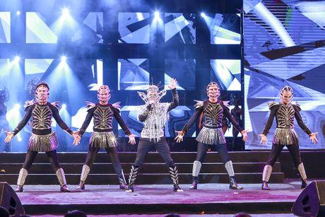 Khan gia man nhan voi 'Diamond Show' cua Dam Vinh Hung - Anh 26