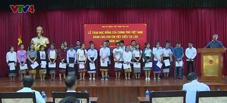Trao hoc bong Chinh phu Viet Nam cho con em Viet kieu tai Lao - Anh 1