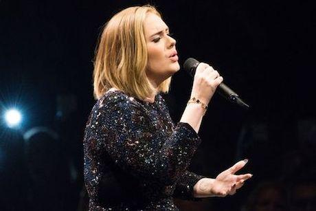 """Adele gay choang khi """"bo tui"""" hon 2 ti dong/ ngay - Anh 2"""