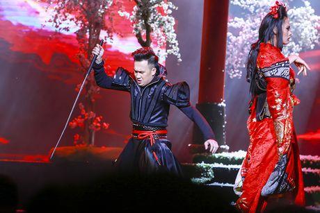 Nguoi khong dau, giuong lo lung xuat hien trong liveshow Mr Dam - Anh 8