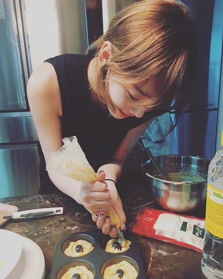 Sao Han 16/10: Kim So Hyun doi vong hoa xinh yeu, AOA khoe chan thon - Anh 4